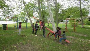 Izlet korisnika na jezero Šoderica, igra na dječjem igralištu