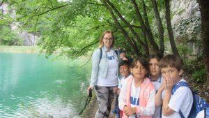 """Izlet u NP """"Plitvička jezera"""", korisnici uz zeleno jezero"""