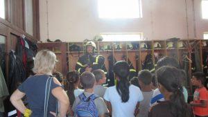 Posjet JVP Koprivnica, vatrogasac u odijelu