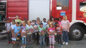 Posjet JVP Koprivnica, korisnici ispred vatrogasnog vozila