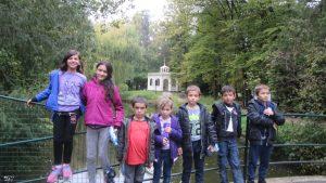 Izlet u Zagreb - korisnici na mostu u Zoološkom vrtu