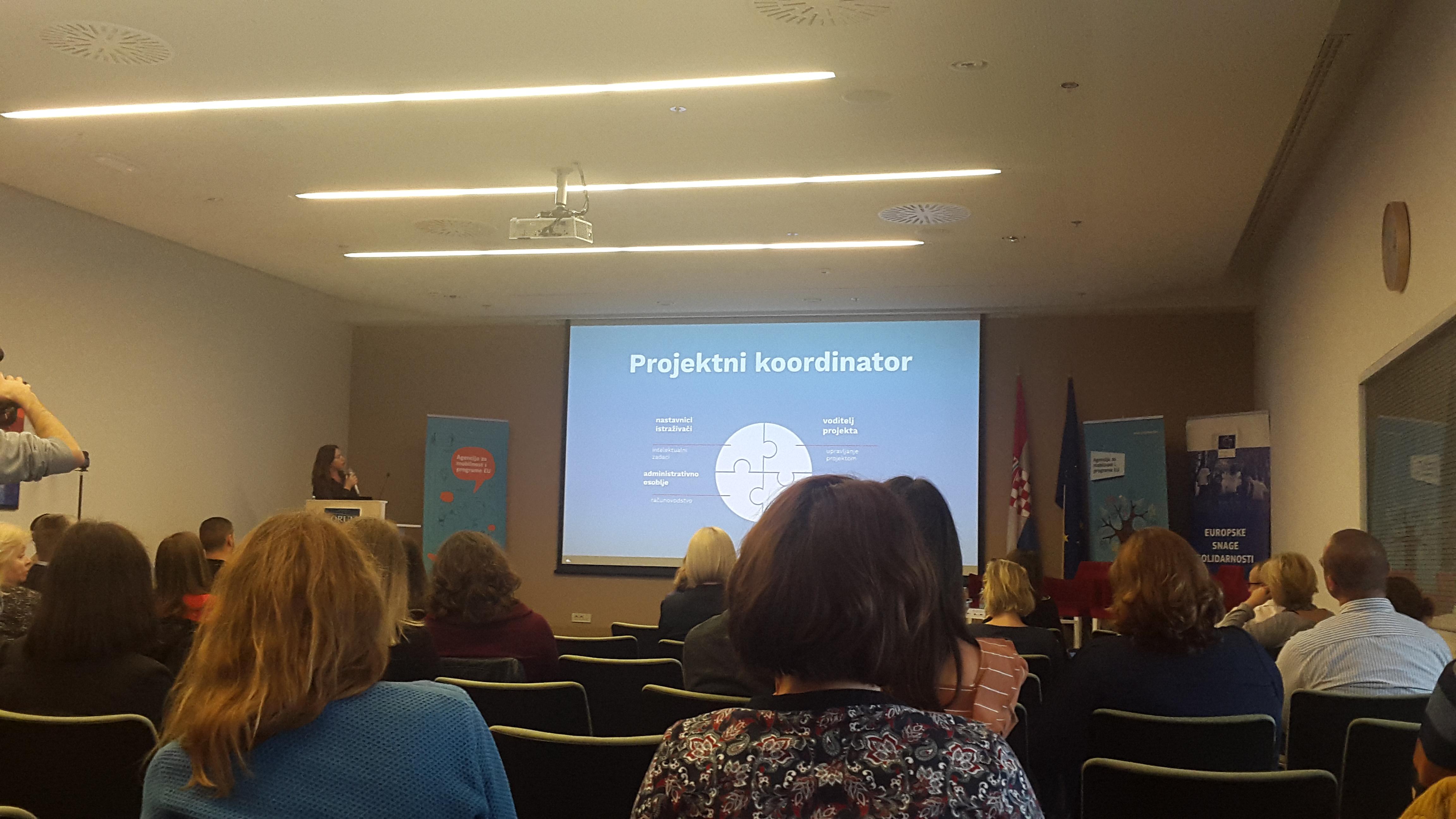 Događaj - Inspiriraj se! #BudiErasmusPlusGeneracija, sudionici s leđa i prezentacija