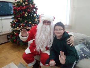 Korisnik u krilu Djeda Božićnjaka (2)
