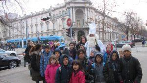 Izlet na Advent u Zagrebu - grupna fotografija sa Svetim Nikolom