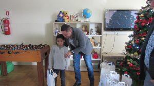 Rotary Club Koprivnica daruje korisnike Svitanja - korisnik s poklonom