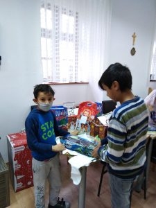 Darivanje korisnika povodom božićnih blagdana - korisnici s poklonima