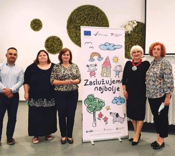 """Konferencija projekta """"Zaslužujemo najbolje"""" Osijek - zajednička fotografija"""