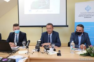 """Konferencija projekta """"Uspostava infrastrukture za pružanje socijalnih usluga Centra za socijalnu skrb Đurđevac"""" - sudionici predstavljaju projekt"""