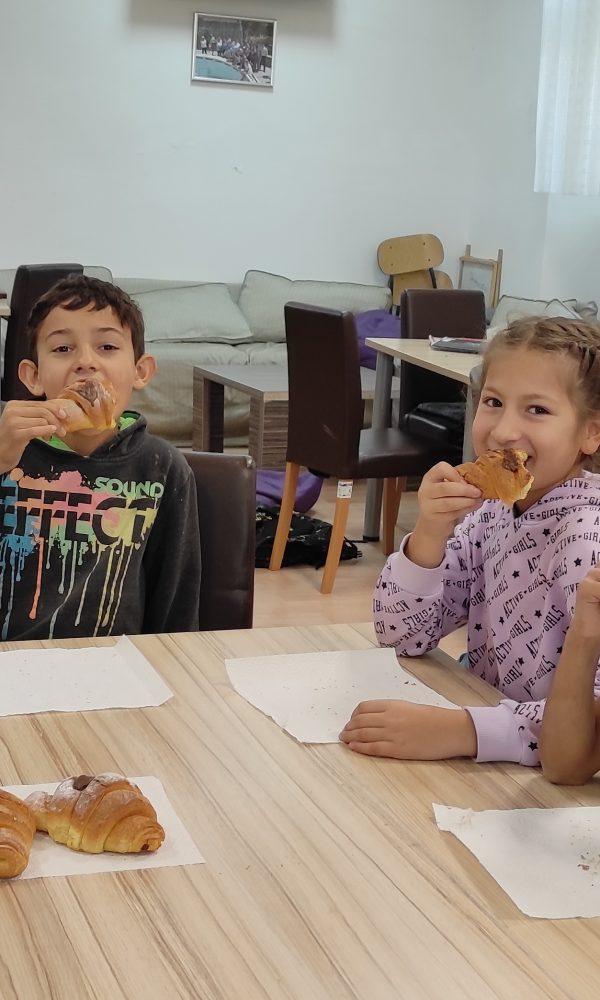 Obilježavanje Dana kruha - korisnici jedu kroasane 3